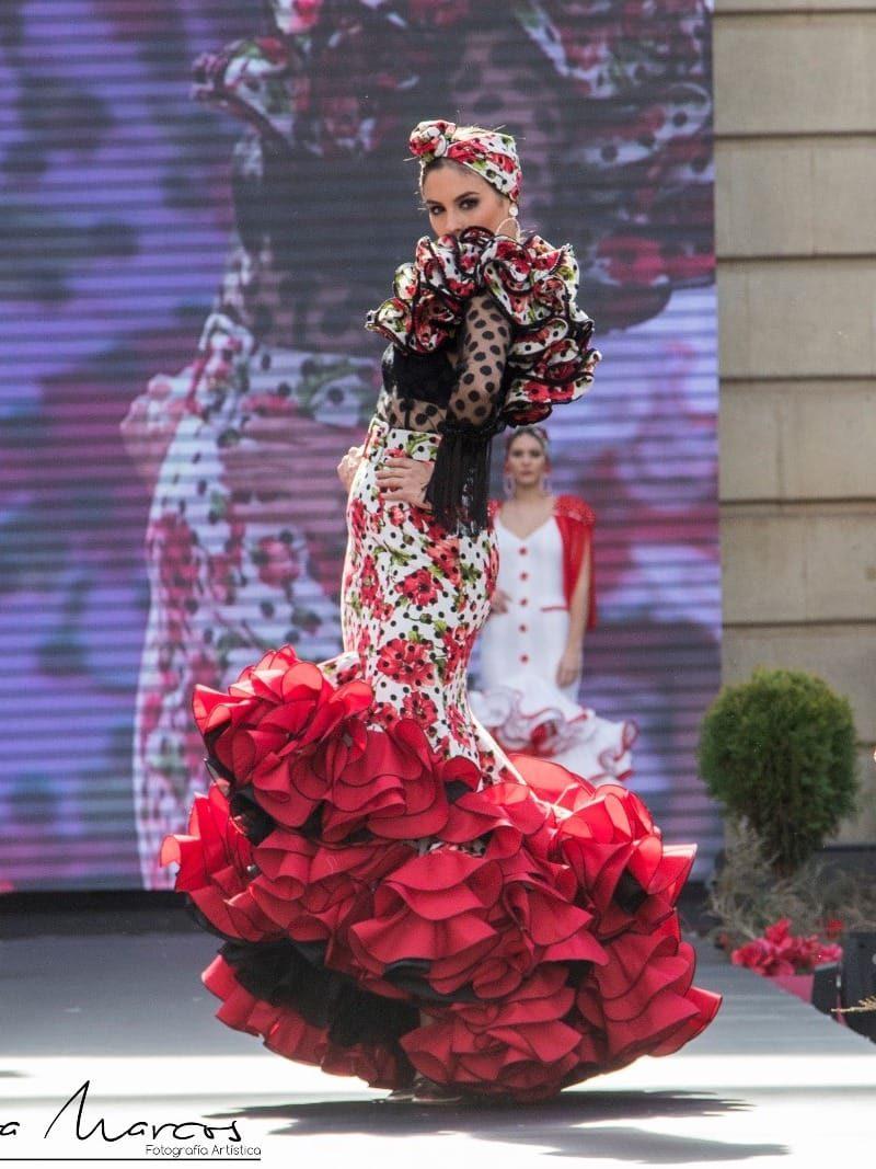 Falda de flamenca estampada con lunares y flores