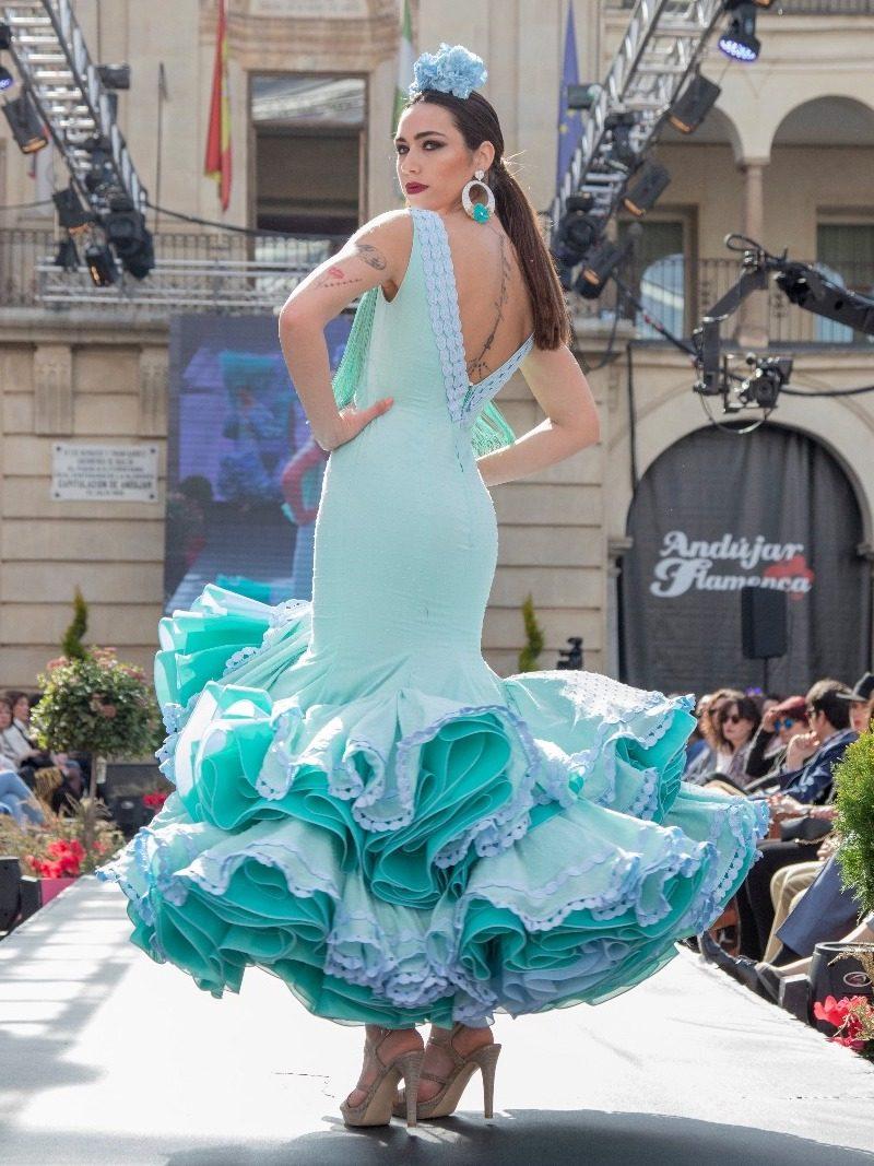 Vestido de flamenca con flecos en escote