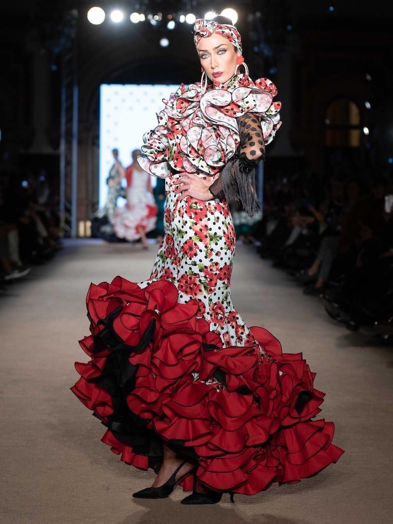 Falda flamenca estampada y cuerpo de tul negro con flecos