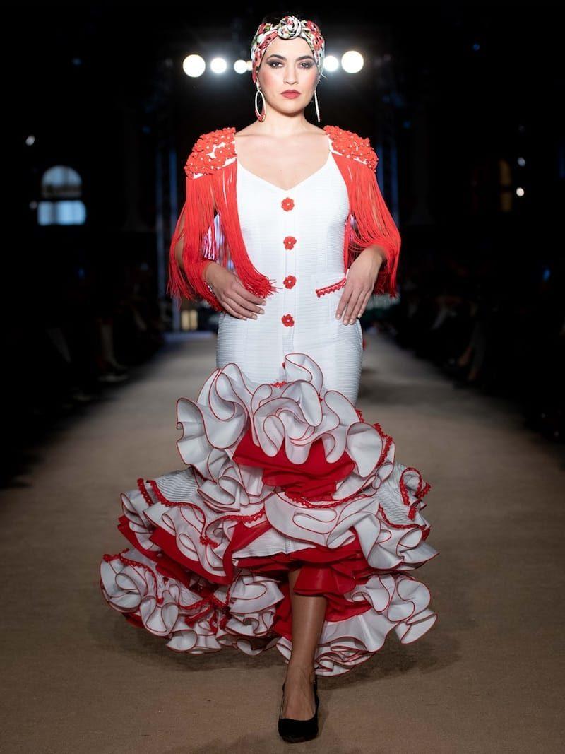 traje de flamenca blanco y rojo