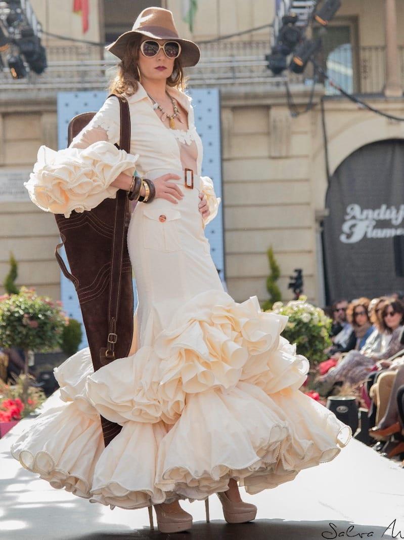 traje de flamenca de plumeti beige