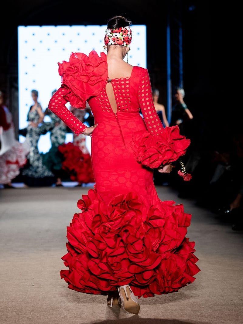 traje de flamenca con escote transparente