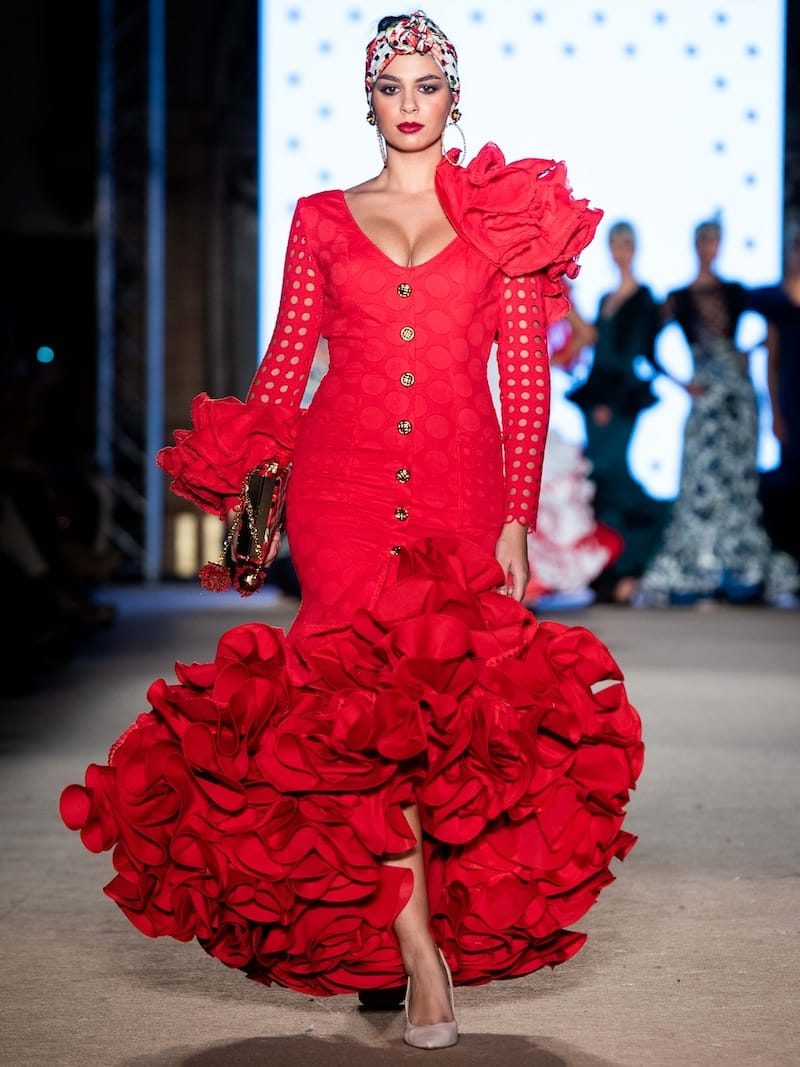 Traje de flamenca rojo de guipur