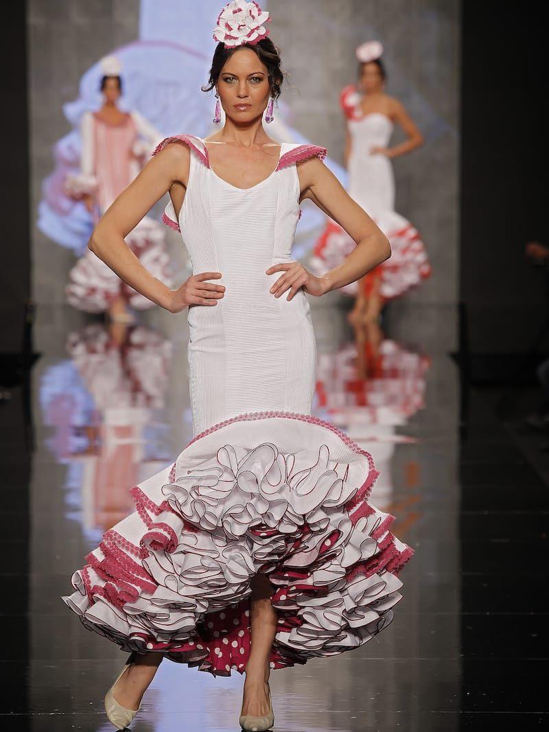 Traje de flamenca con adorno buganvilla