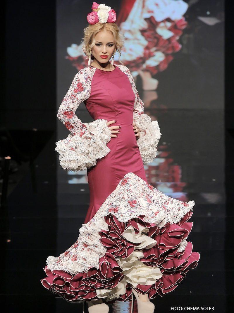 Traje de flamenca buganvilla con encajes