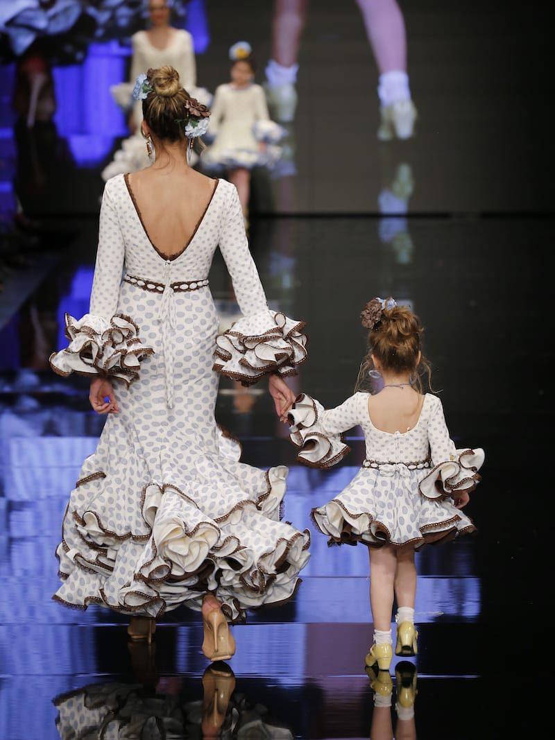 Traje de flamenca beig adornos chocolate