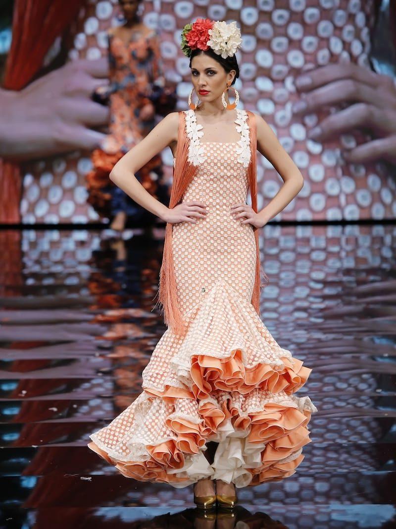Vestido de flamenca tul beig con flecos melocoton