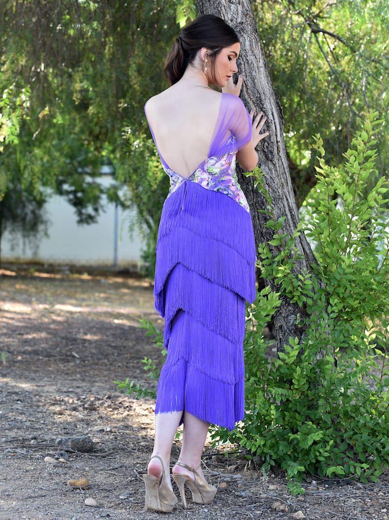 vestido con escote espalda