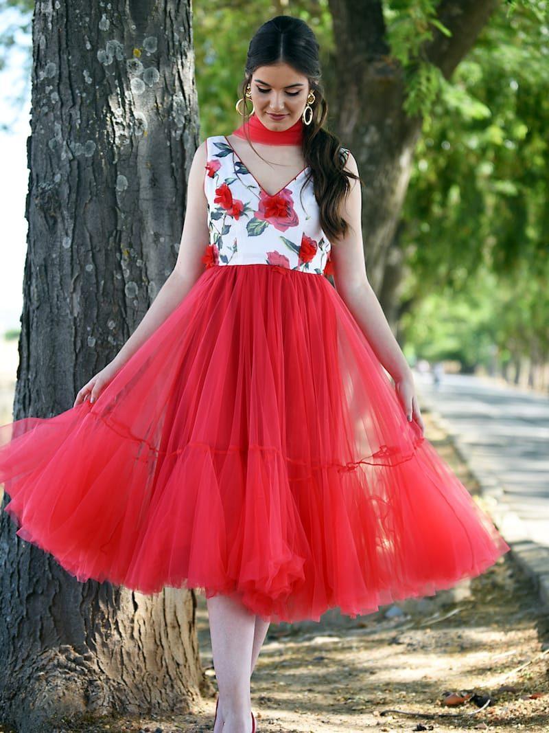 vestido de gasa con flores