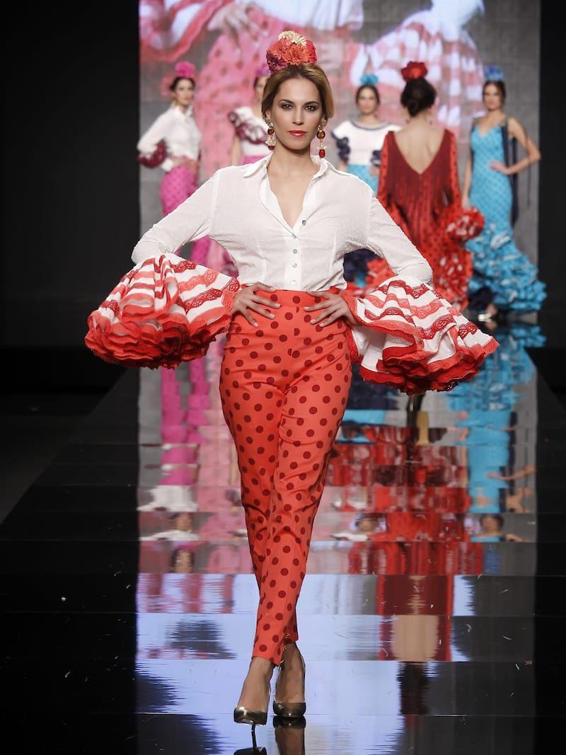Conjunto de pantalón lunares coral y blusa blanca