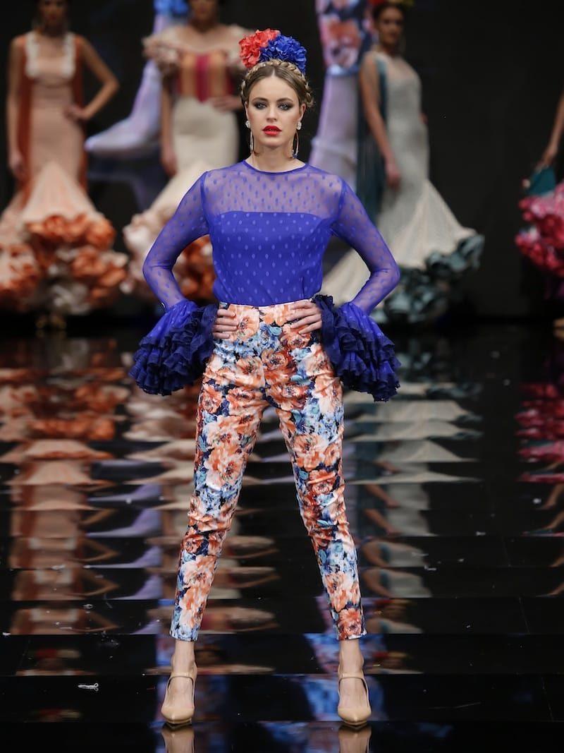 Conjunto pantalón de flores y blusa de plumeti