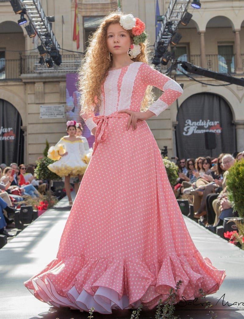 Traje de flamenca rosa largo para niña