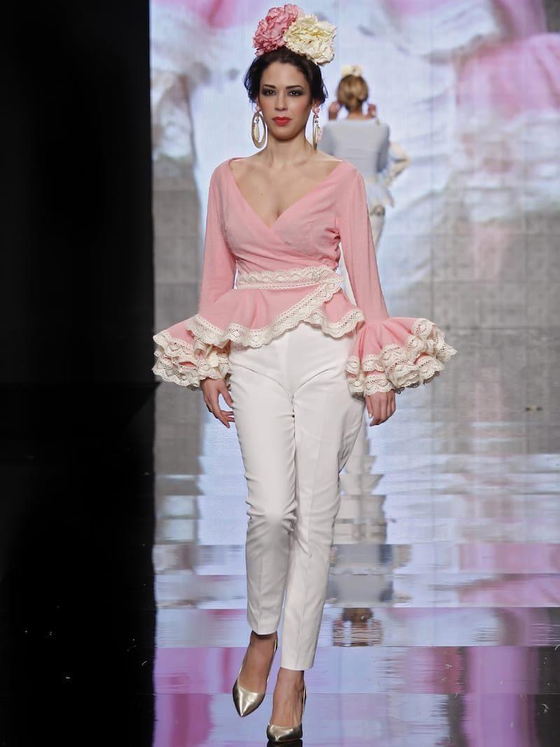 Conjunto pantalón piqué beig y blusa rosa