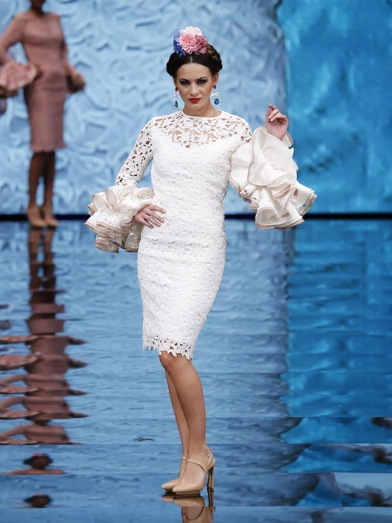 Vestido de coctail de guipur blanco