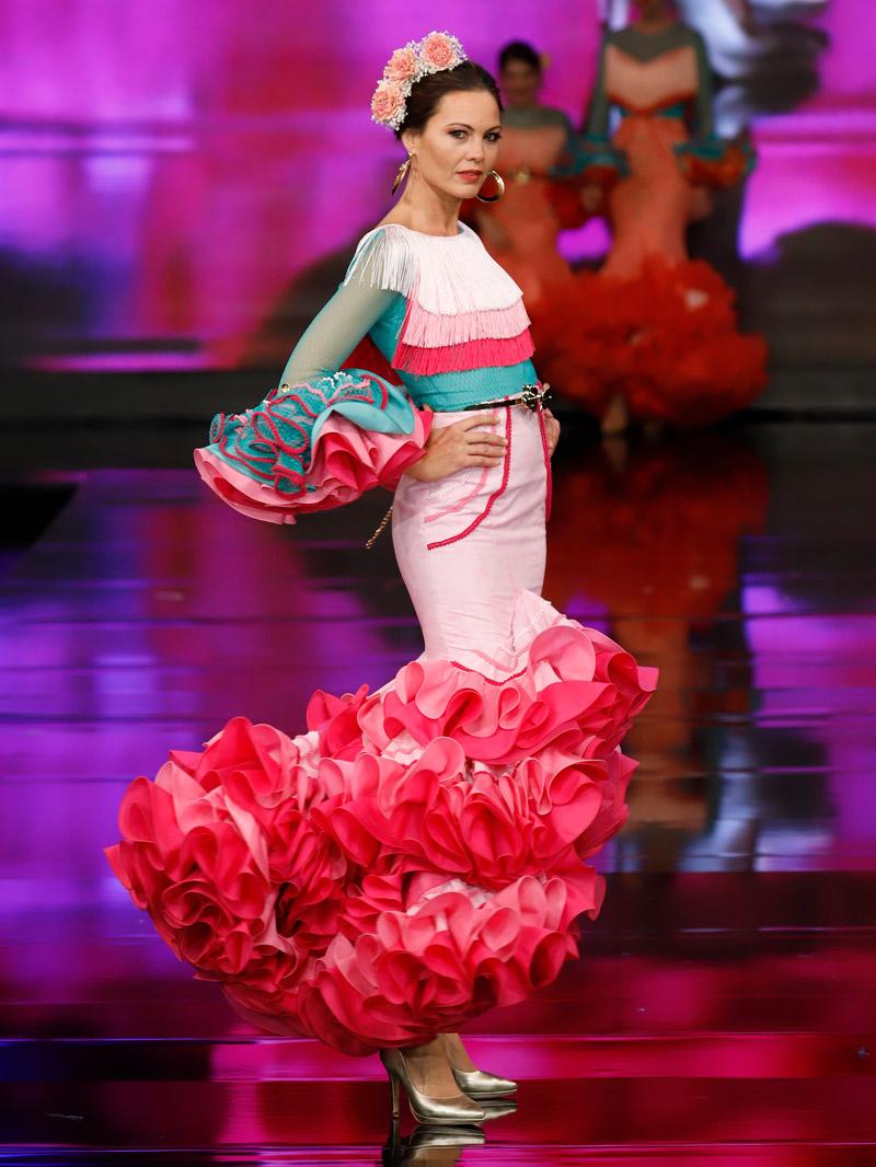 blusa-flamenca-escote-flecos