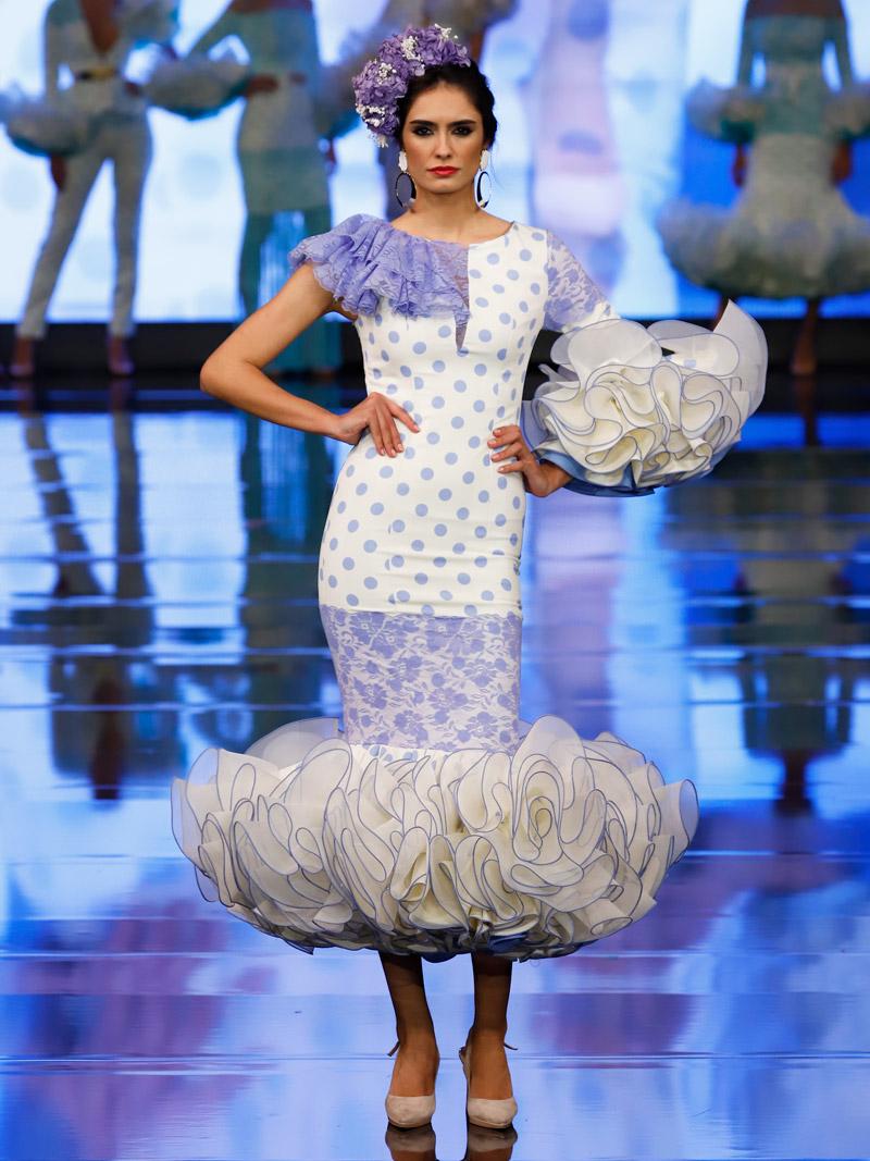 Traje de flamenca blondas azul
