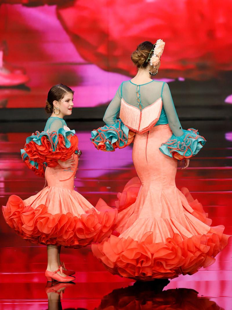 traje-de-flamenca-flecos-coral