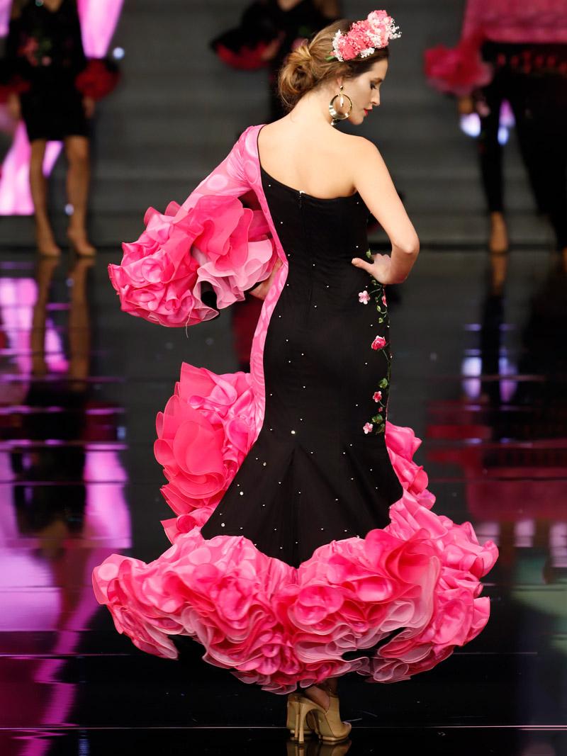 Traje de flamenca fucsia y negro una manga