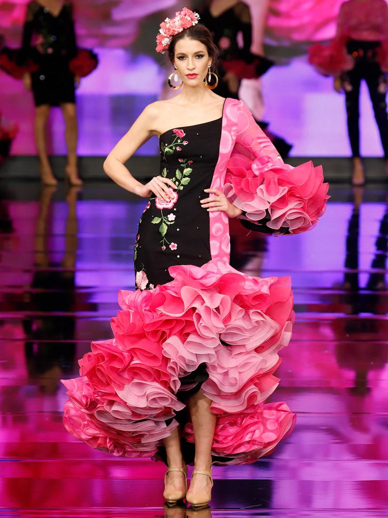 traje-de-flamenca-fucsia-y-negro