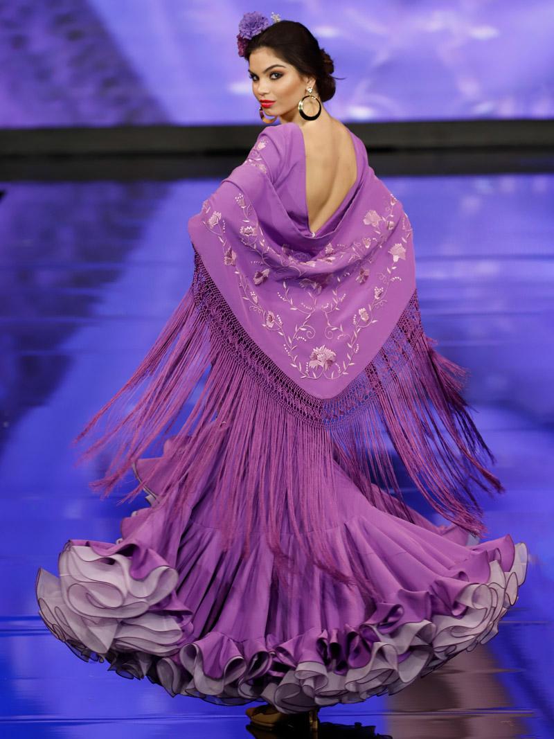 Traje de flamenca malva bordados morado