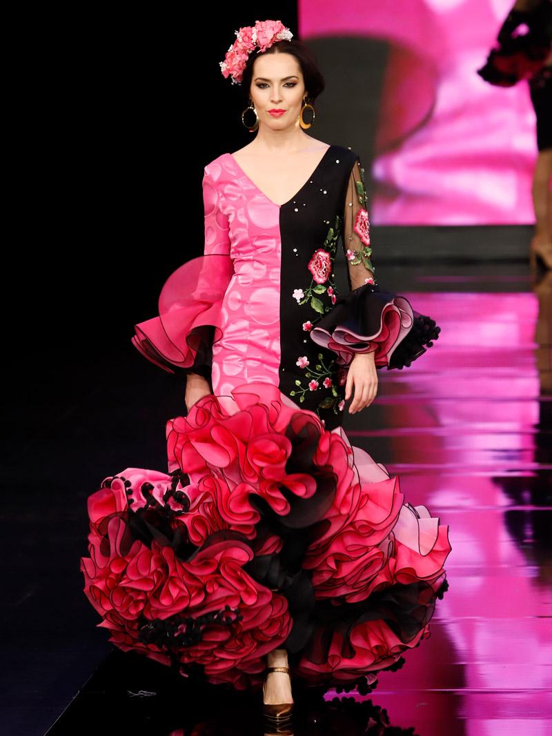 Traje de flamenca fucsia y negro bicolor