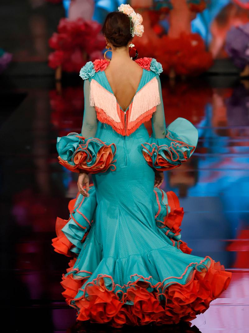 traje-de-gitana-flecos-coral-escote-espalda