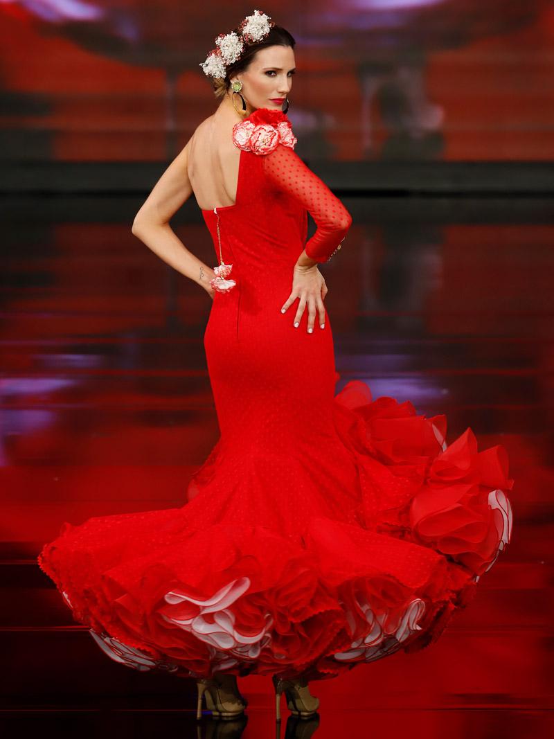 Traje de flamenca rojo plumeti claveles filos