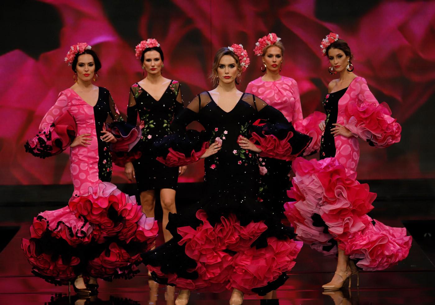 trajes-de-flamenca-negro-y-fucsia