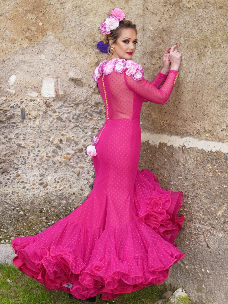 vestido-de-gitana-rosa-fucsia-con-claveles
