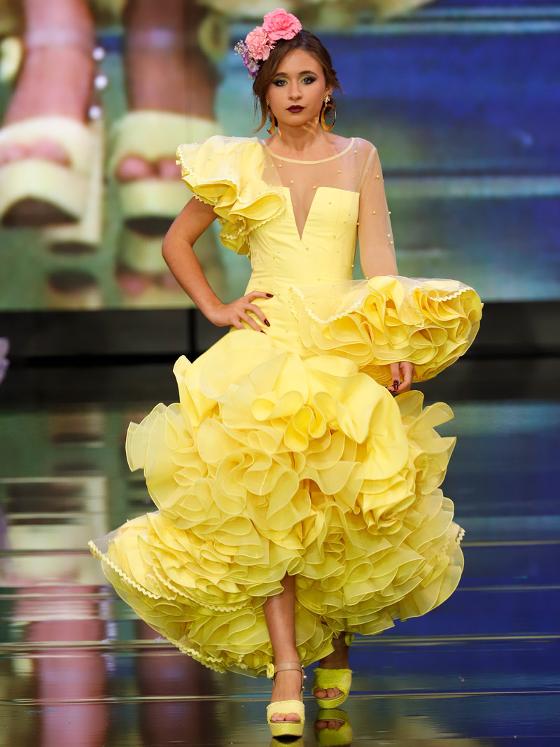 Traje de flamenca amarillo perlas