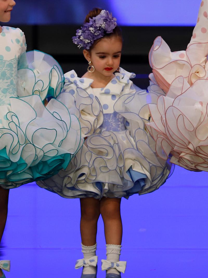 Traje de flamenca para niña lunares azul