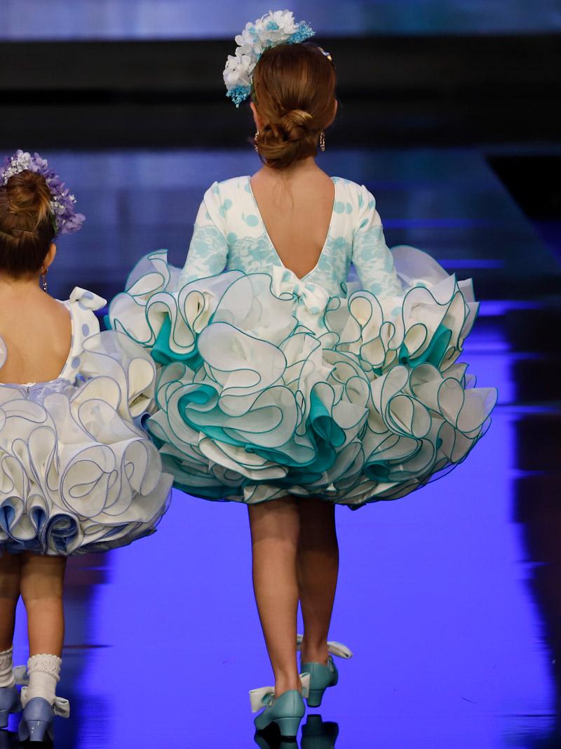Traje de flamenca para niña lunares verde agua