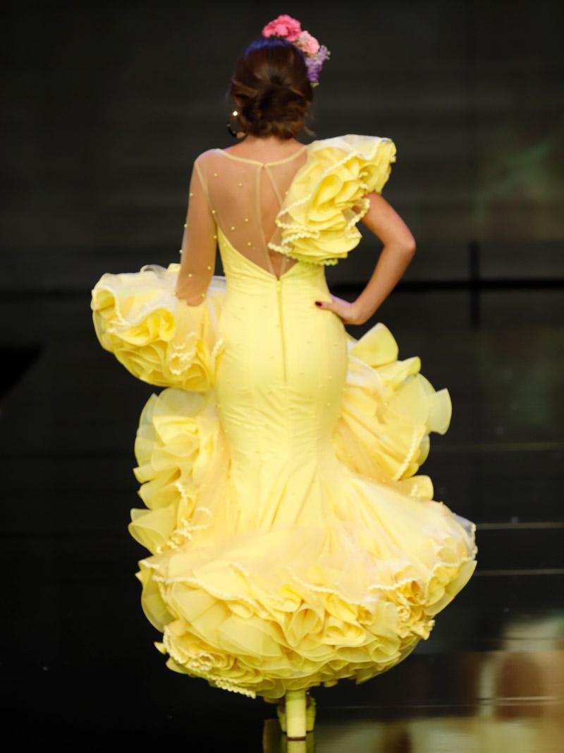 vestido-de-flamenca-amarillo-con-perlas