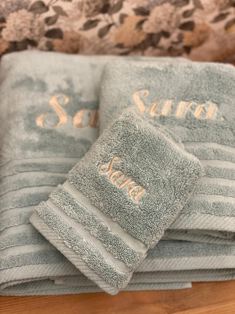 Juego de tres toallas bordadas personalizadas